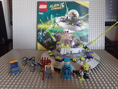 LEGO 7052 UFO Abduction 100% Complete With All Instructions and Minifigures!