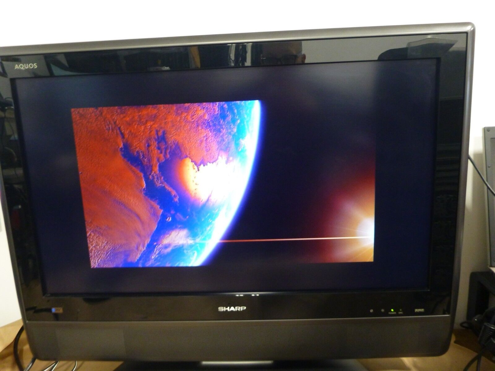 "Sharp Aquos 32"" TELEVISION TV Flat Panel LCD HDTV w/ HDMI x 2 (LC-32D41U)"