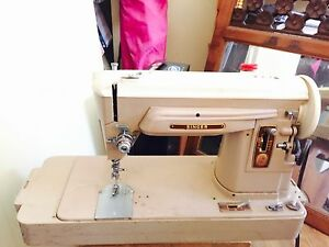 Big sister featherweight 401 sewing machine by singer