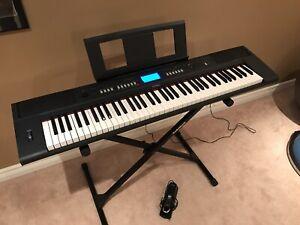Yamaha NP-V60 keyboard and stand