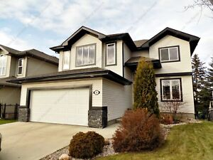 2-STOREY HOME-3 BEDS, 2.5 BATHS W/ DBL GARAGE IN LINKSIDE