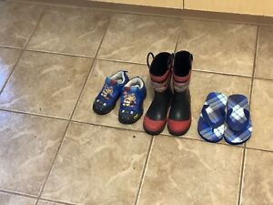 Shoes and shoe rack