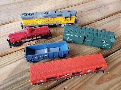Life Like Ho Scale Union Pacific 2007 Train Set Locomotive Cars 5 pc VTG (A4)