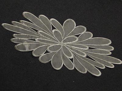 Tischläufer:ca.30cmx70cm;oval;Organza;Stickerei;modern;dekorativ;beige;Blüte ()