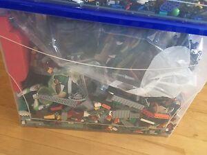 2 bacs de Lego (120 litres) Saguenay Saguenay-Lac-Saint-Jean image 3