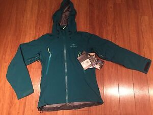 Coquille (hard shell) Arcteryx *NEUF*