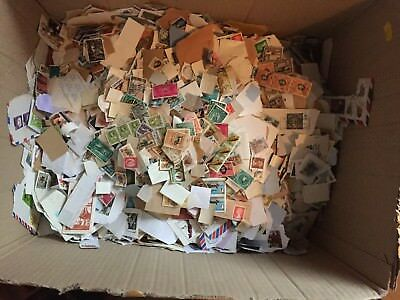Pack of 500 World & UK Stamps - lucky dip