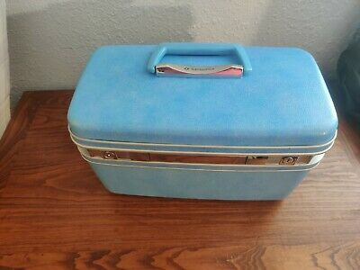 Vintage Samsonite Silhouette Red train case no key but opens excellent