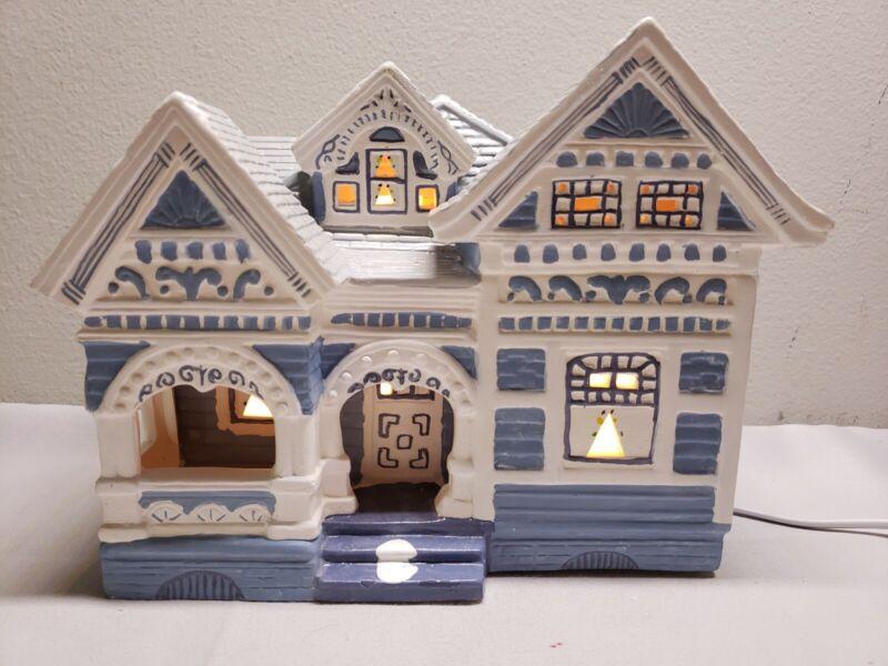 """VINTAGE RARE 1991 YULETIDE """"SNOW HAMLET"""" PORCELAIN LIGHTED HOUSE"""