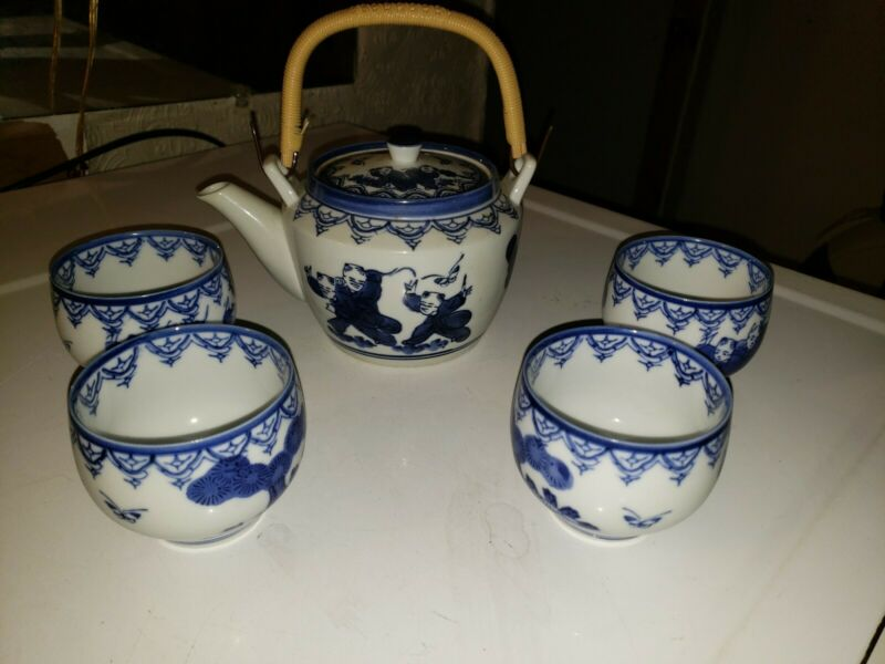 Hirado Porcelain Karako Tea, Pot Set