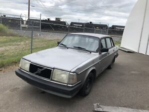 Volvo 240. PERFECT FIRST CAR
