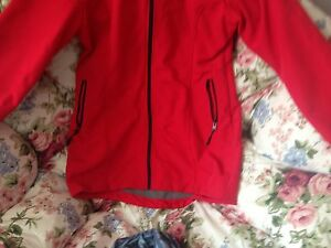 Ladies red bench winter/spring jacket says xl more like a large