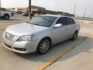 Toyota Avalon Limited low km