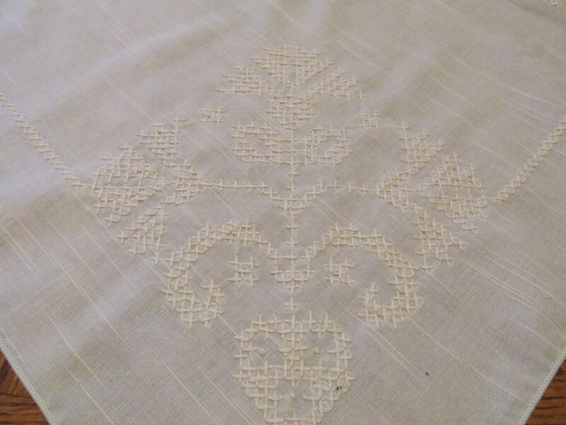 """VINTAGE HAND EMBROIDERED TABLECLOTH 70"""" X 50"""" RECTANGLE LARGE ANTIQUE WHITE"""