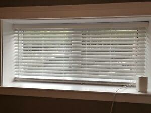 Blinds - white - excellent.