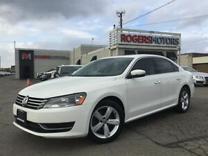 2013 Volkswagen Passat 2.5 - LEATHER - SUNROOF - HTD SEATS