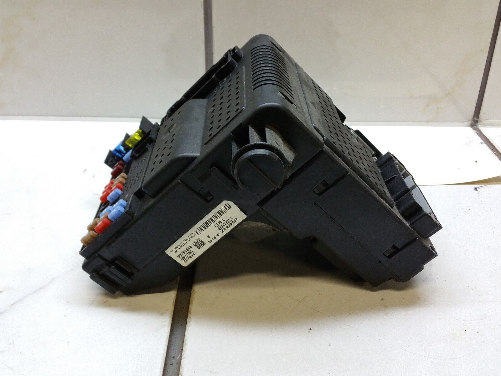 2006 VOLVO XC70 FRONT INTERIOR FUSE BOX CENTRAL RELAY MODULE 30765646