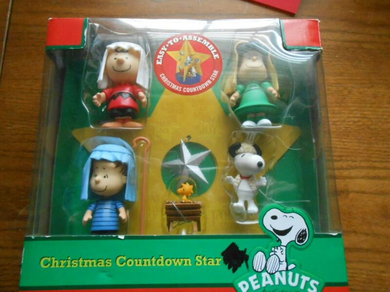 PEANUTS Christmas Countdown Advent Star Charlie Brown Snoopy Figurines