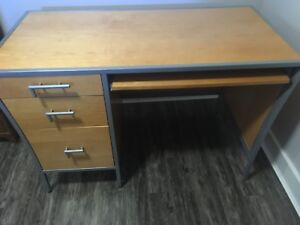 Solid wood desk excellent condition