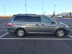 2007 Honda Odyssey - with Read Overhead DVD