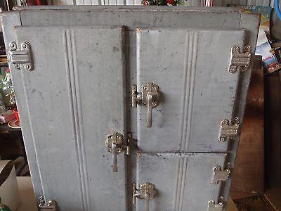 NICE VINTAGE ICE BOX,METAL ICE BOX,ANTIQUE