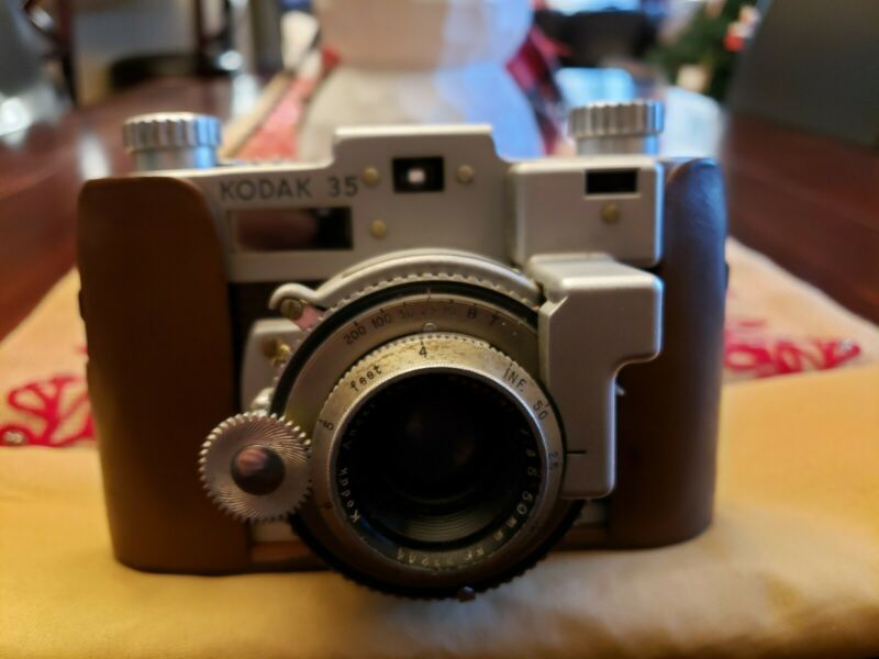 VINTAGE KODAK 35 RANGEFINDER CAMERA 1940's WITH LEATHER CASE USA LOOK 👀 👈☝