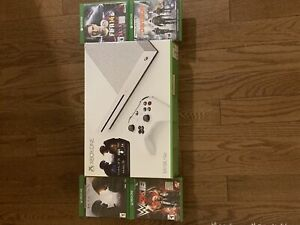 *BRAND NEW* Xbox One 500 GB w/controller