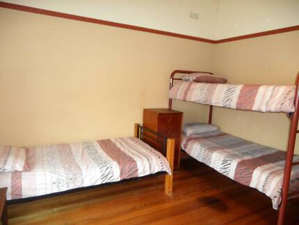 TRIPLE ROOM for FEMALE TRAVELLERS in CLEAN 2 BR Flat St KILDA