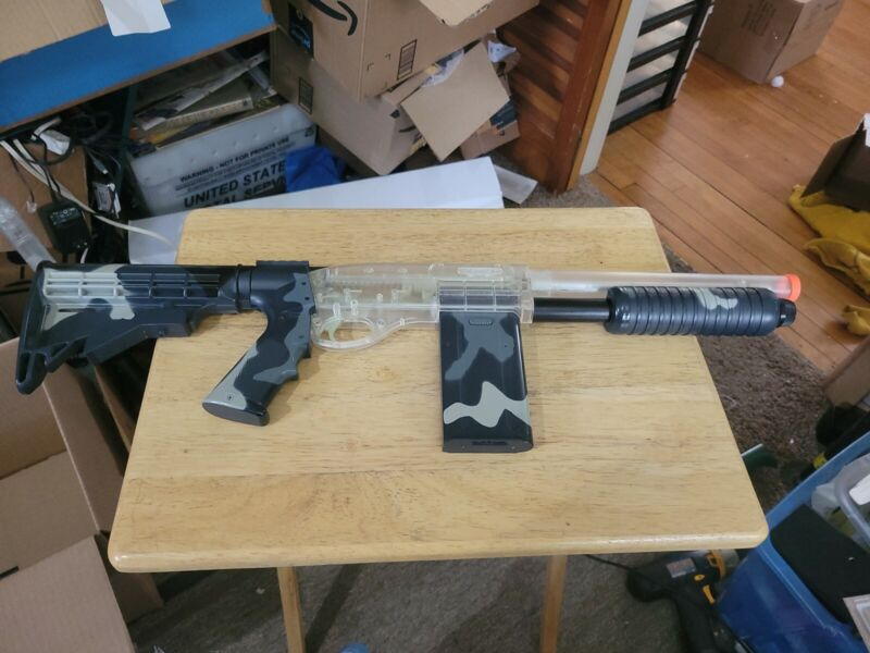 Crosman Airsoft Camouflage S32PA 6mm BB Gun with Mag - Very Rare and cool!