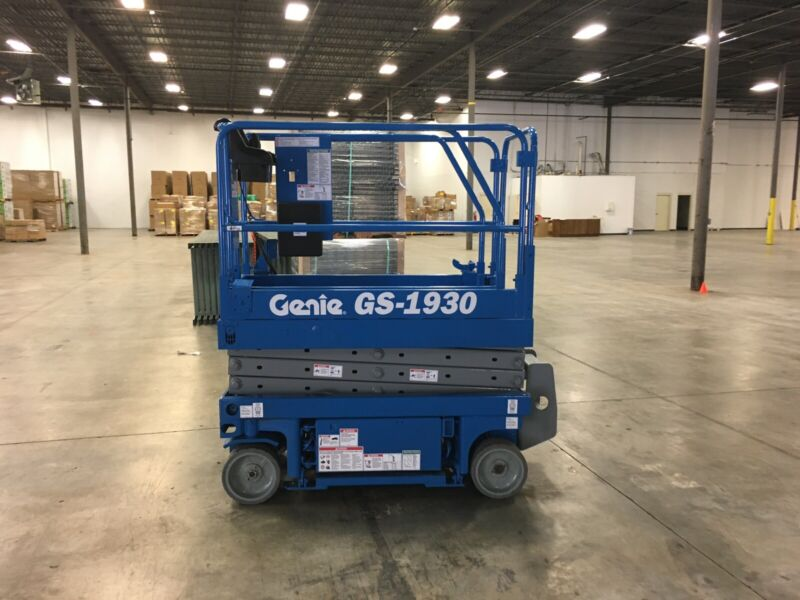 Genie GS-1930 Self-Propelled Electric Scissor Lift