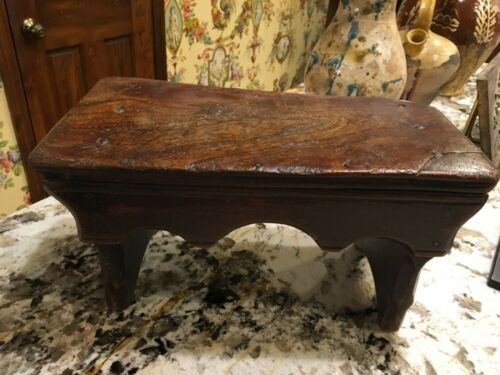 Antique English Elm Wood Small Stool Scalloped Design Early 1800s.