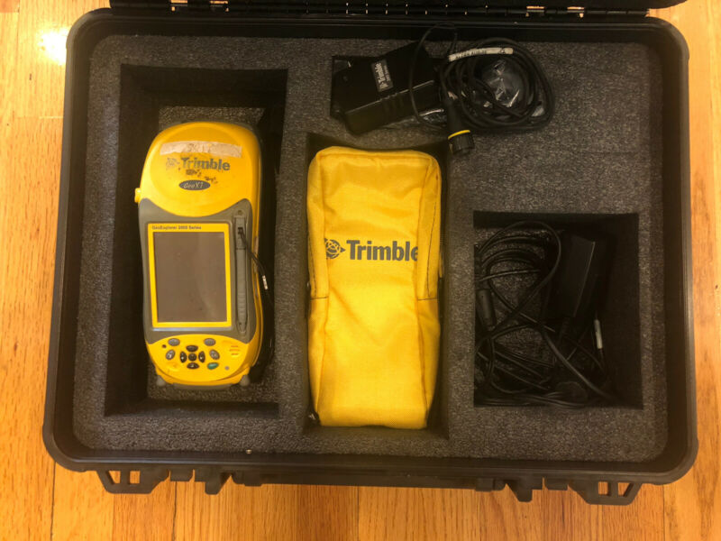 Trimble GeoXT GeoExplorer 2008 Series w/ Windows, Case, Chargers and accessories