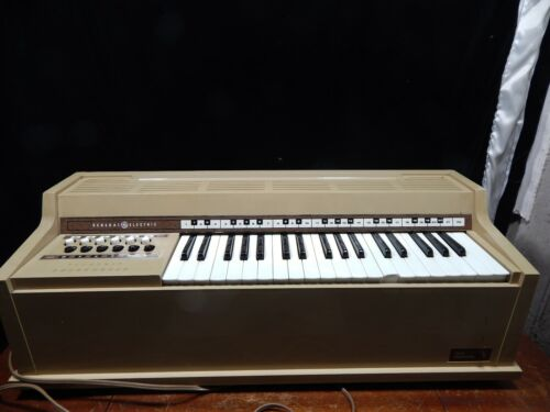 Vintage General Electric Youth Electronics Electric Chord Organ No 5070; Works