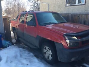 ** LOW KM** 2003 Chevy Avalanche