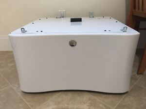 Electrolux Pedestal for Washer Dryer EPWD15IW3 Luxury Glide. PICK UP ONLY