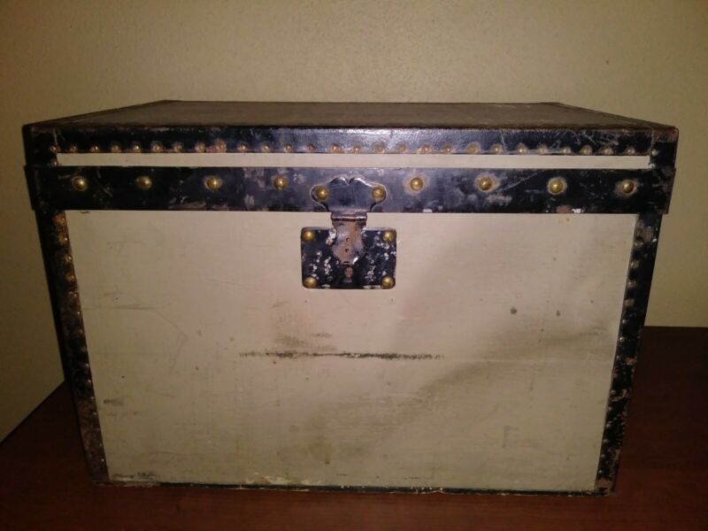 Rare Vintage 1858-1876 Trianon Louis Vuitton Grey And Black Travel Trunk