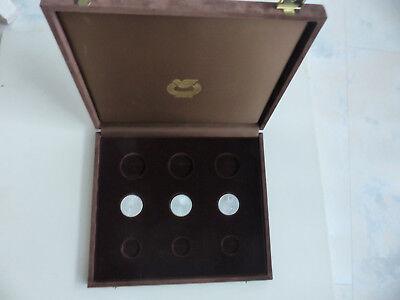 1 Münzkasten mit 3 Silbermünzen