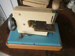 Machine coudre jouet ancien mg made in france vieux for Machine a coudre king jouet