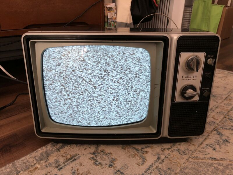 Zenith Solid State TV 1970s Vintage Retro Television-Working