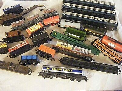 HORNBY LIMA MODEL RAILWAY WAGONS AND COACHES