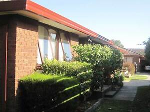 Beautiful and Tranquil 2 bedroom unit. Close to Chadestone SC Huntingdale Monash Area Preview