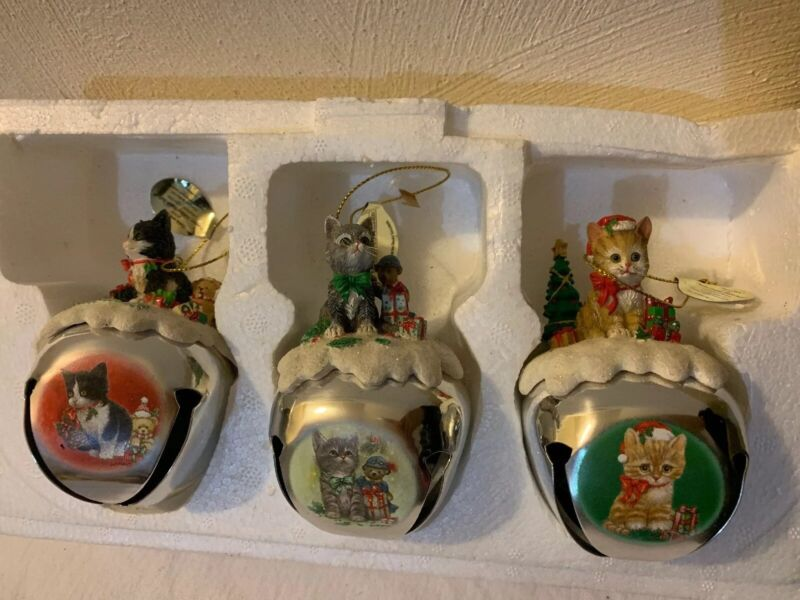 ASHTON-DRAKE PURRFECT HOLIDAY CAT SLEIGH BELLS COLLECTION LOT (3)