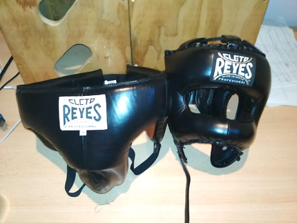 Cleto reyes traditional face saver headgear and medium groin guar
