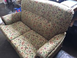 2 seater couch Blackburn South Whitehorse Area Preview