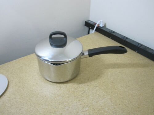Revere Ware 2 1/2 Qt Stainless Disc Bottom Pot w Spouts w Lid Clinton ILL USA