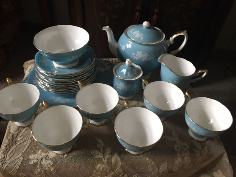 Royal Standard Fine Bone China England 24 Piece Tea Set. Gorgeous !!!