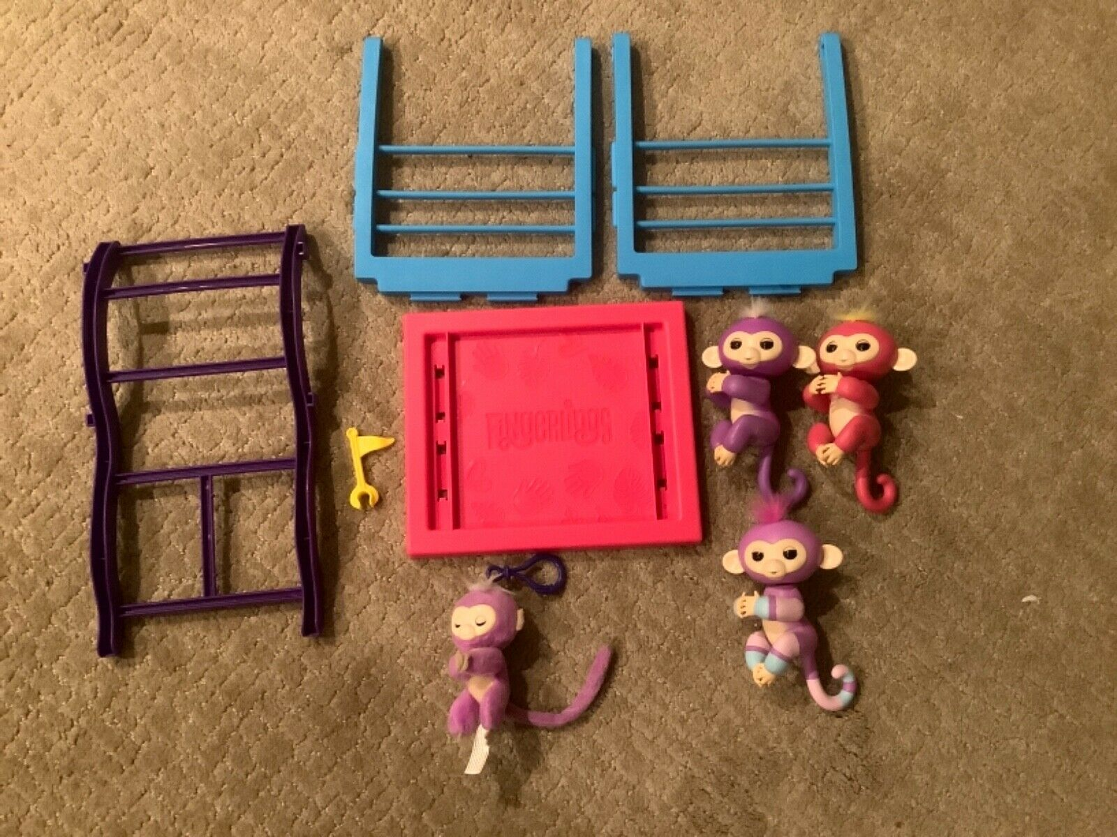 WowWee Fingerlings Swing Set Monkey Bars Jungle Gym Play-set