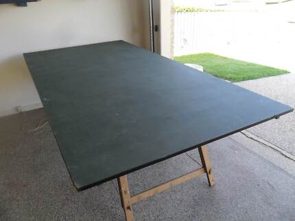 Large green table (usable for train set, ping pong)