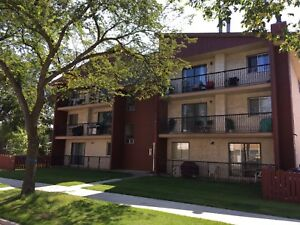 2 Bedroom Suite Located In Queen Mary Park!