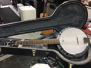 Fender banjo 6 corde avec case model Rustler comme neuve